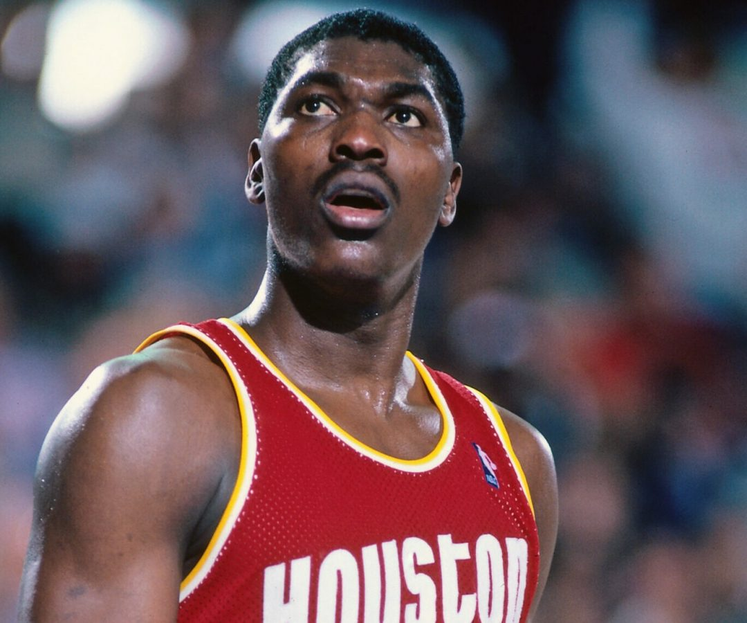 SACRAMENTO - MARCH 4: Hakeem Olajuwon #34 of the Houston Rockets looks on against the Sacramento Kings on March 4, 1987 at Arco Arena in Sacramento, California. NOTE TO USER: User expressly acknowledges and agrees that, by downloading and or using this photograph, User is consenting to the terms and conditions of the Getty Images License Agreement. Mandatory Copyright Notice: Copyright 1987 NBAE (Photo by Rocky Widner/NBAE via Getty Images)